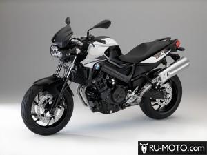 Фото BMW F 800 R Light White Black Storm Metallic  Black Satin Gloss в профиль