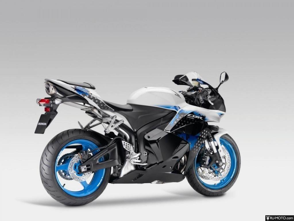 Honda CBR600RR с литыми голубыми дисками