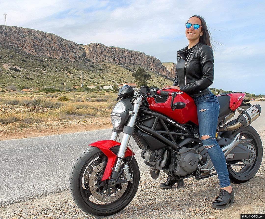 Девушка на Ducati