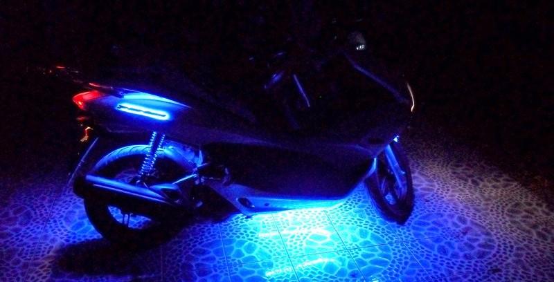 Тюнинг скутера PCX 150. Добавлена светодиодная подсветка.