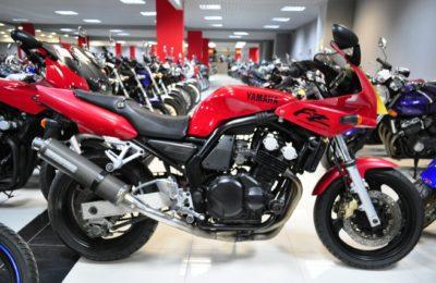 Нестареющая Yamaha FZ 400