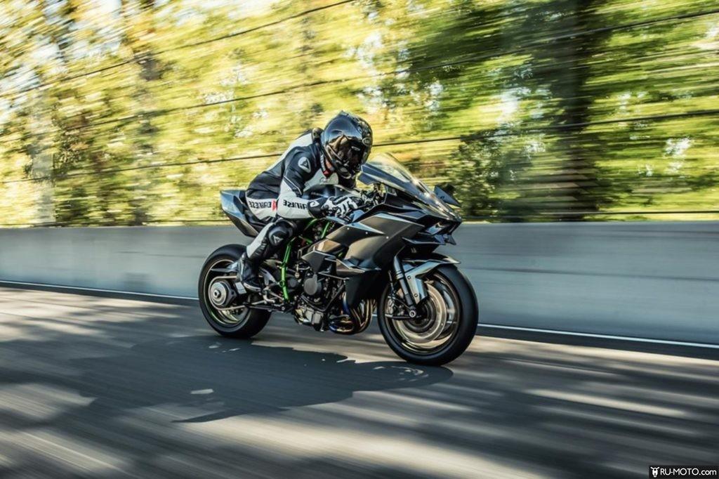 Kawasaki Ninja H2R в движении
